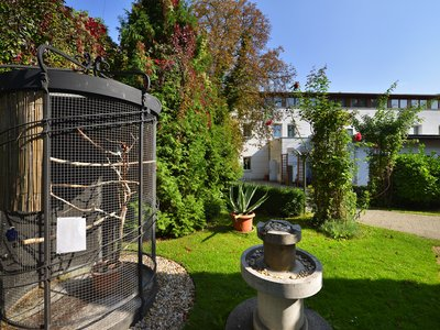 EA Hotel Populus*** - the hotel's garden with an aviary