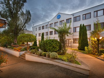 EA Hotel Populus*** - hotel garden and main hotel building