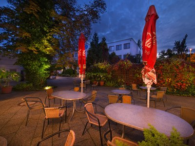 EA Hotel Populus*** - seating area in the hotel garden